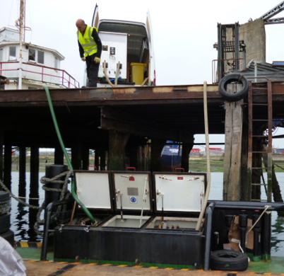 Diesel Services - Notre programme - Traitement du diesel - Ouvriers au travail